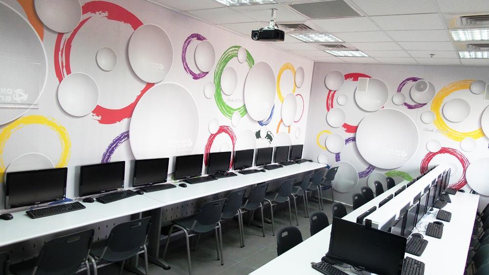 הציוד והכיתות בבית הספר סאן ספארק מרכז הידע